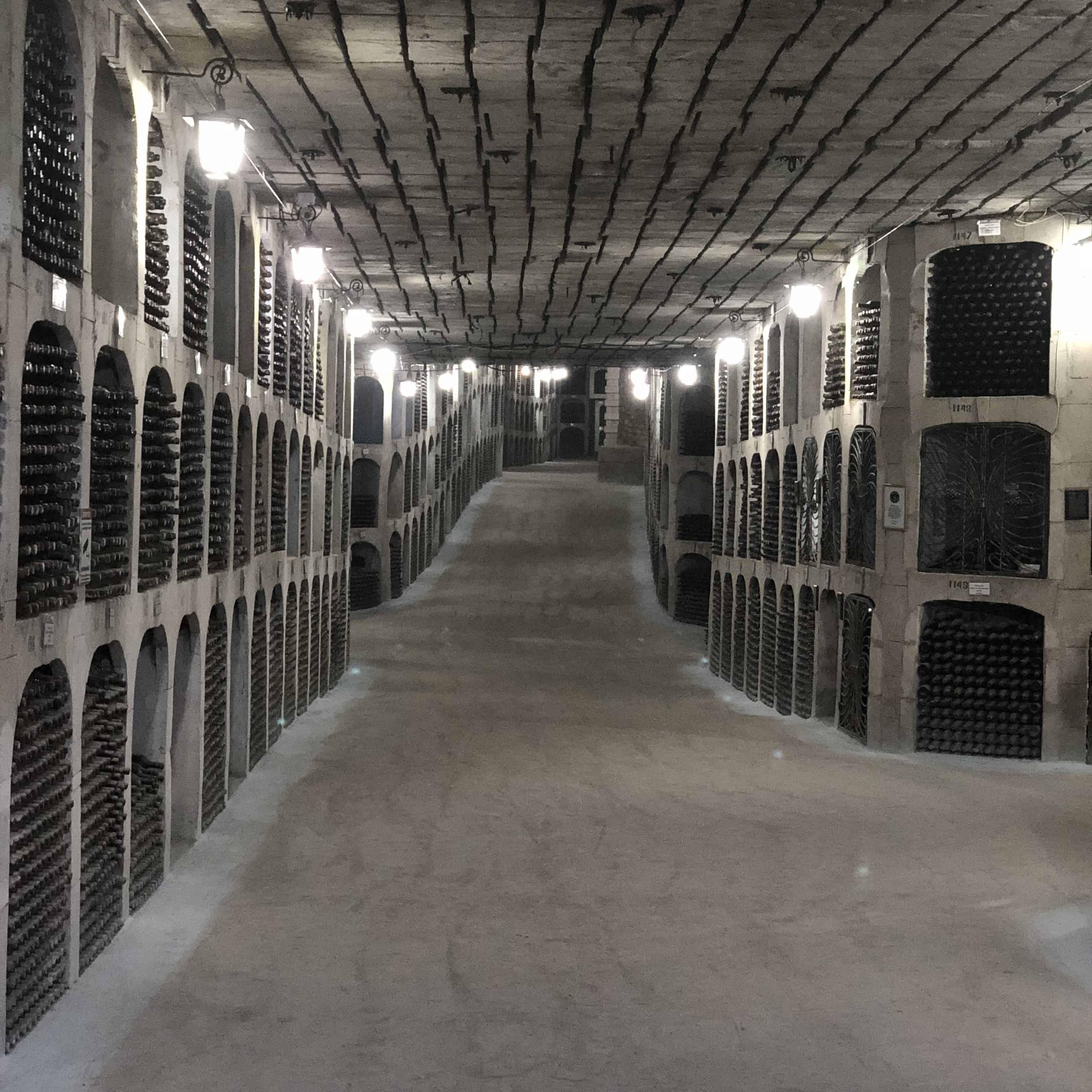 Podziemne korytarze w piwnicy Milestii Mici w Mołdawii