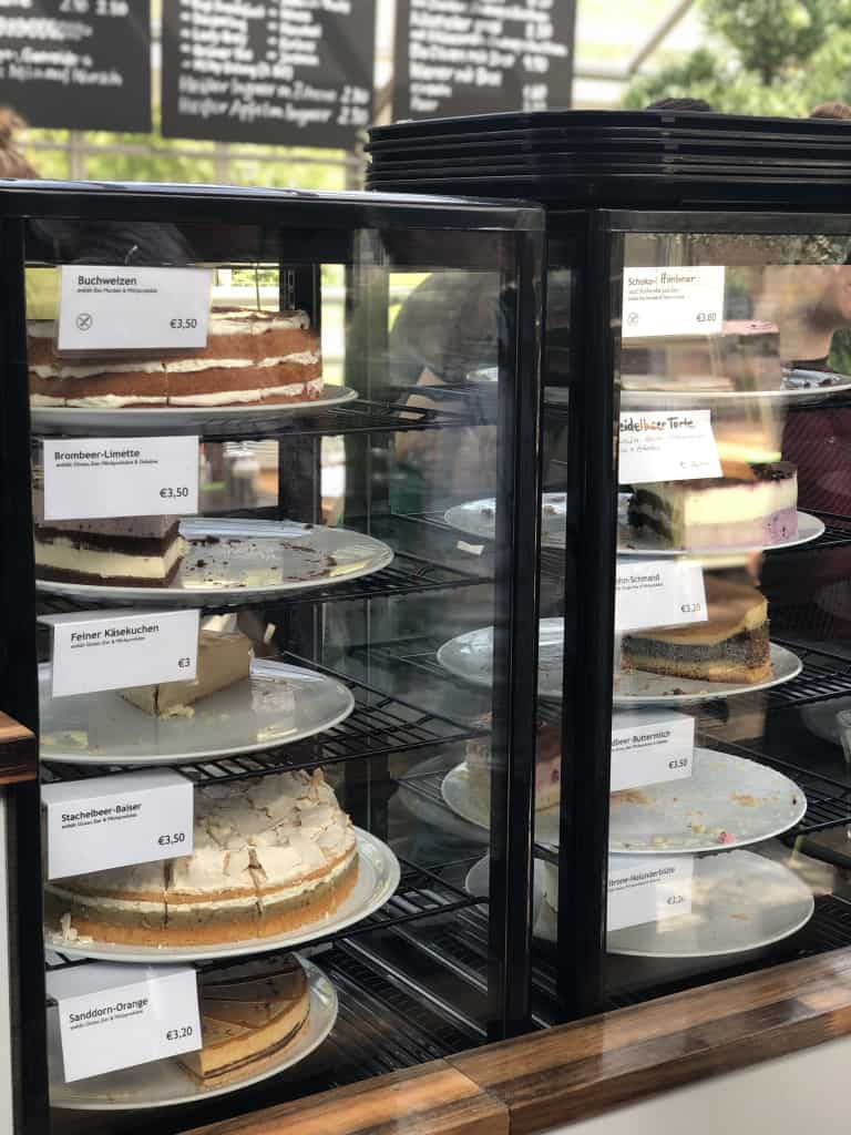 Wybor ciast kawiarni w szklarni Ogrod Botaniczny Pankow